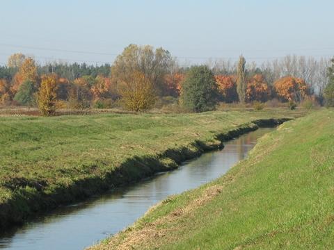 Rzeka D³uga czeka na porz±dne wa³y