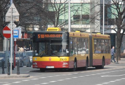 """Kierowca nie chcia³ sprzedaæ biletów """"s³oikom"""""""