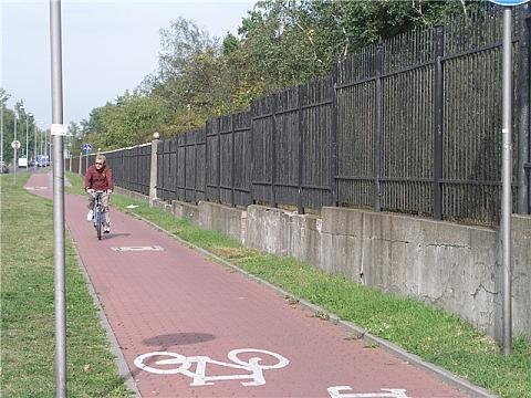 Dlaczego na Bia³o³êce nie planuje siê ¶cie¿ek rowerowych?