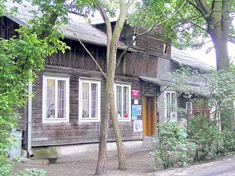 Przeprowadzka biblioteki: z Ambaras na Wa�uszewsk�