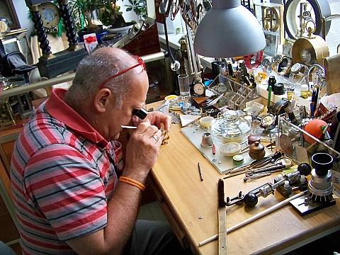 Jan Szymañski i jego magiczna pracownia na Ceramicznej