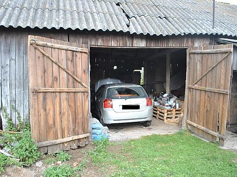 Samochody rozbiera� w stodole