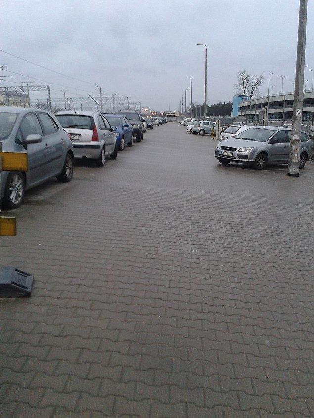 Parkingowy Armageddon. Kolej zamyka ramp�