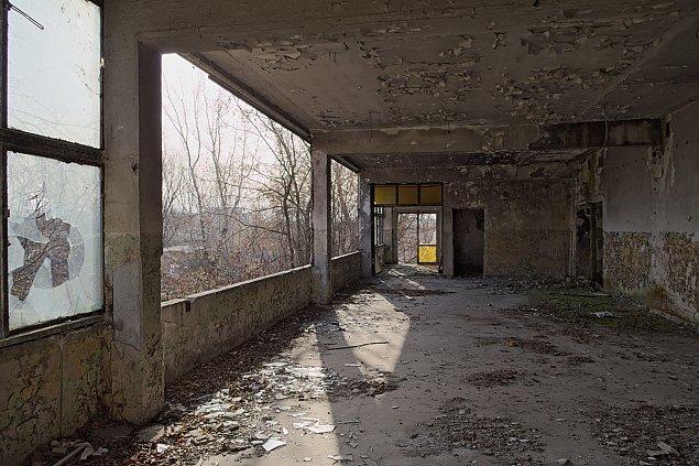 """Opuszczona fabryka dom�w. """"Miejsce jest tajemnicze i fascynuj�ce"""""""