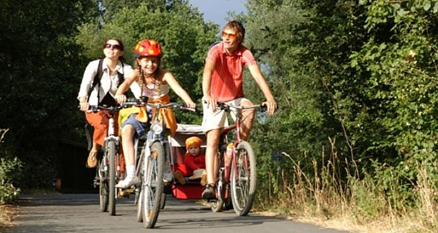 Bia³o³êka na rowery: wycieczki z przewodnikiem, ciekawostki, piknik
