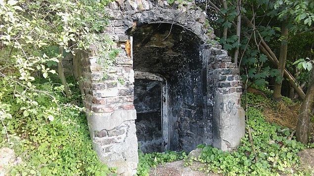 Zabytek tonie w ¶mieciach. Co dalej z Fortem Chrzanów?