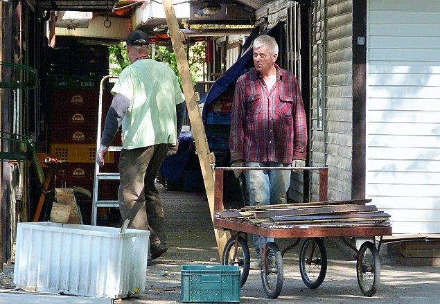 Trwa rozbi�rka bazarku przy Conrada. Nieopodal ro�nie nowy