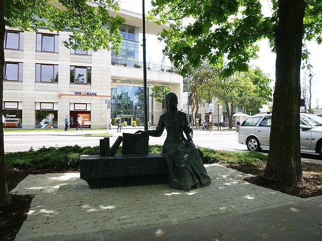 Maria Konopnicka na legionowskim skwerku