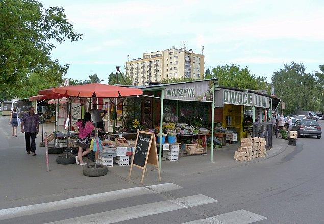 """Nowe parkingi i zieleñ na Broniewskiego. """"Bazar ma byæ ³adny i tani"""""""