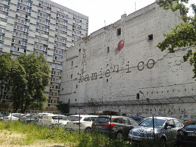 Ruina przy Waliców. Kamieñ i co?