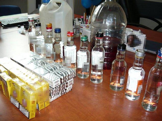 Wódka i papierosy bez akcyzy. Skarbiec w aucie 31-latka