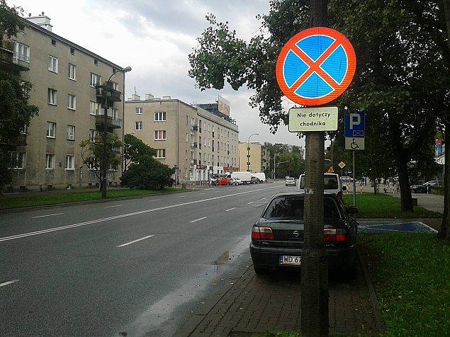 ¯eromskiego: s³upki i zieleñ kontra parkingi?