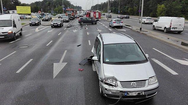 Wypadek na Modliñskiej. Kobieta w szoku