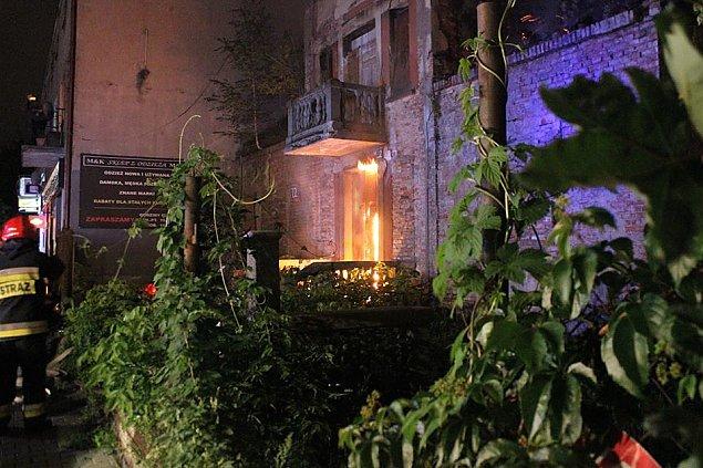 Stary dom na Kole w ogniu