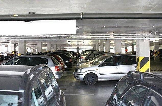 Kapitalizm kontra socjalizm. Parking ju¿ jest, wiêc zbudujmy drugi