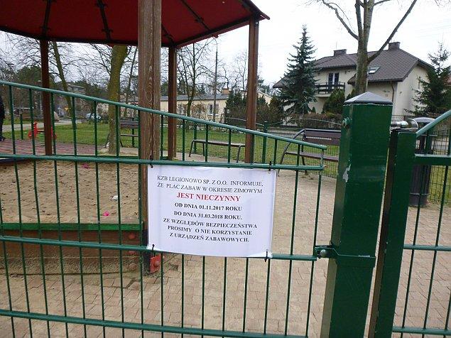 """Place zabaw zamkniête. """"Dla bezpieczeñstwa"""""""