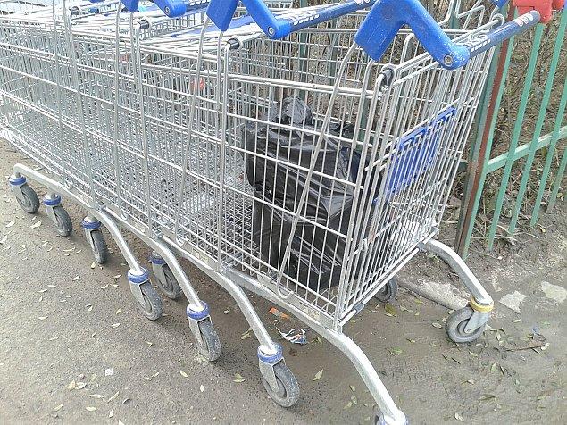 Piêæ lat wiêzienia za wózek pod blokiem?
