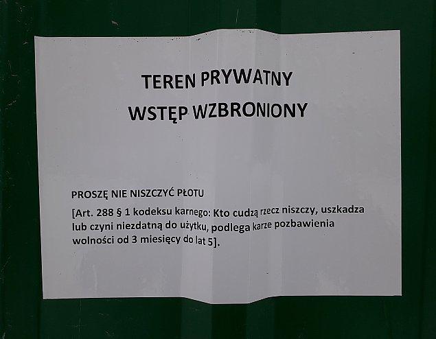 """Wawrzyszew p³otem podzielony. """"Proszê nie niszczyæ"""""""