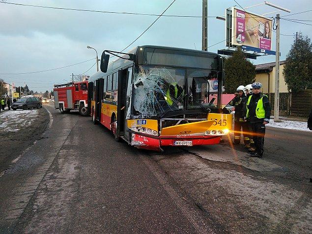 Kierowca zas³ab³, autobus taranowa³ auta