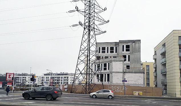 Chrzanów: nietypowy budynek pnie siê w górê