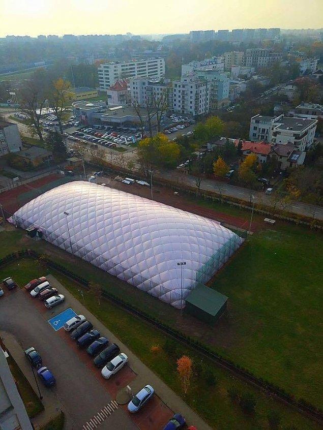 Kolejne balony nad boiskami szkolnymi