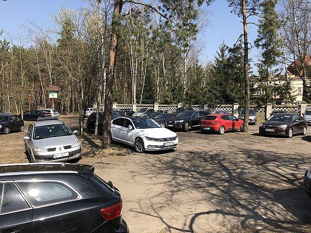 Parking dla ko¶cio³a? Problem znany od lat