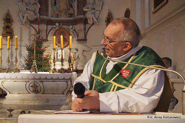 Ksi±dz na medal. Wojciech Drozdowicz odznaczony