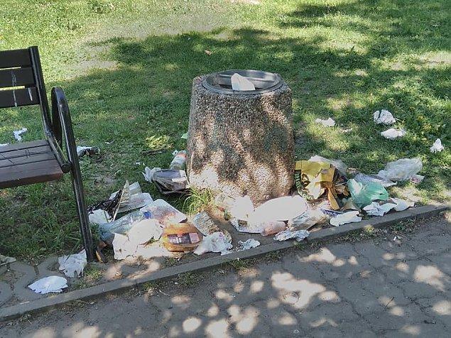 Tak grilluje Bemowo. Kto posprz±ta w parkach?