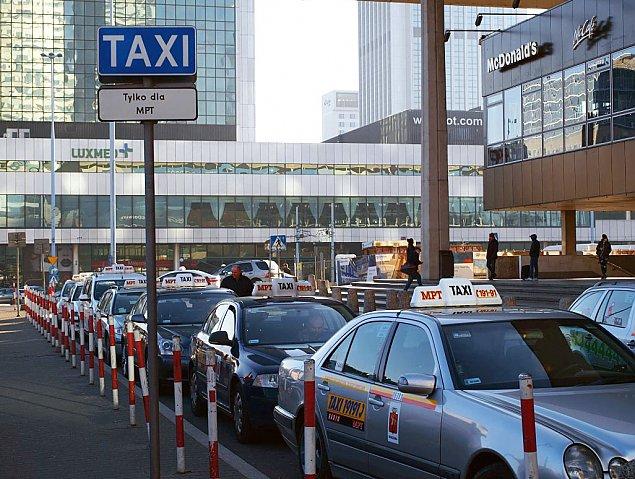 Socjalizm w Warszawie. Po co miasto dop³aca do taksówek?