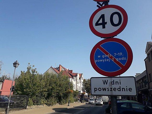 """Mandaty za parkowanie przy Pi³sudskiego? """"Ten zakaz jest bez sensu"""""""