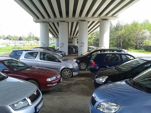 O co chodzi z parkingiem w P³udach?