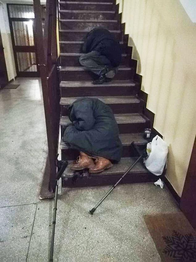 """Bezdomni na klatkach. """"Oni nie chc� pomocy"""""""