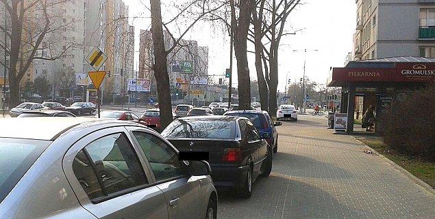 """""""Zaka¿my parkowania na chodniku"""". Projekt ju¿ w Sejmie"""