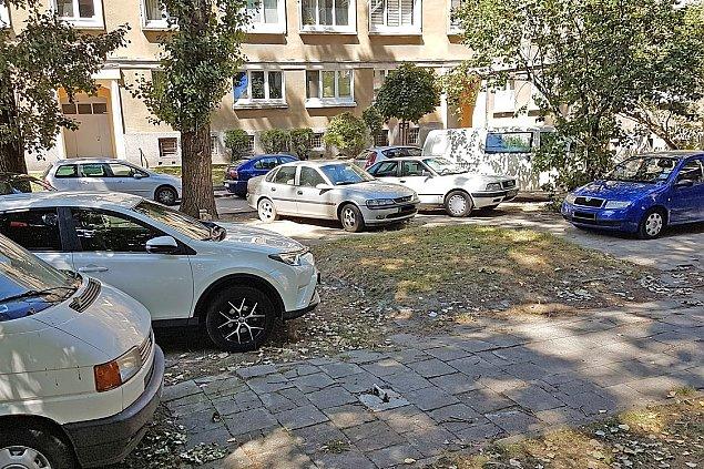 """Podwórka tylko dla """"swoich"""". Nowe zasady parkowania"""