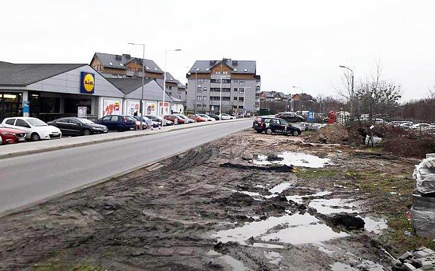 """Chaos wokó³ Lidla. """"Parking dro¿szy ni¿ w centrum"""""""