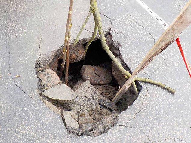 Dziura w jezdni g³êboka na... dwa metry