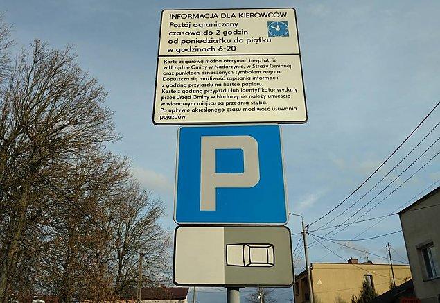 Parkowanie w centrum ograniczone. Jak unikn�� mandatu?