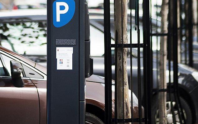 Pierwsza strefa p�atnego parkowania na Bielanach. Mieszka�cy oburzeni