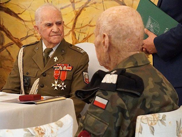 Bohater z Jab�onny �wi�tuje 104. urodziny