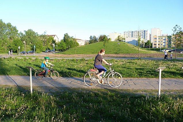 Czytelniczka: Zr�bmy progi zwalniaj�ce w parku
