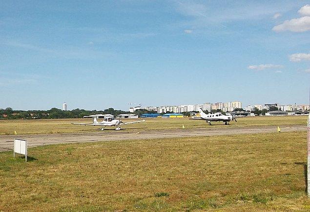 Lotnisko Babice: problemu nie ma, ale trzeba go rozwi�za�?