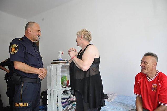 """Stra�nik pom�g� bezdomnym. """"Mamy wreszcie mieszkanie"""""""