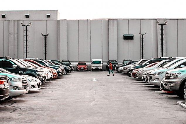 Bezpieczny i wygodny parking niedaleko lotniska Modlin