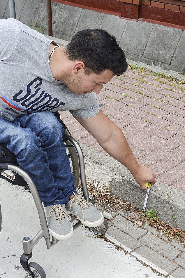 Posadzi� w�jta na w�zku inwalidzkim. Bariero�amacz z pasj�