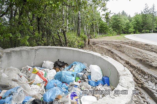 �mieci na dziko. 18 ton odpad�w w okolicach Nadarzyna