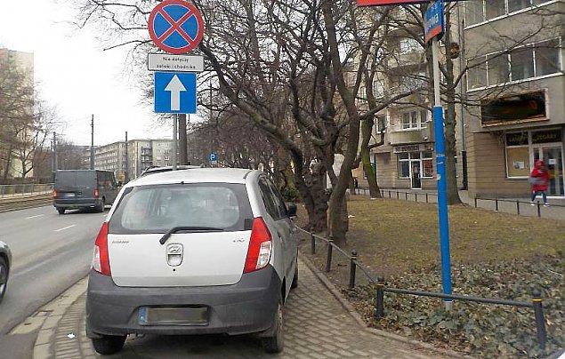Auto blokuje chodnik? Zr�b zdj�cie i dzia�aj