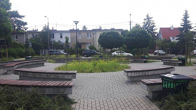 Park fontann w Falenicy. Byle do lata
