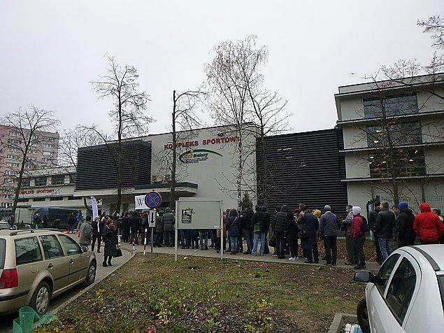 Dzikie t�umy na Bielanach. Ka�dy chcia� polskie euro