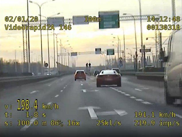 P�dzi� mostem 200 km/h. Kierowca ferrari zatrzymany [FILM]