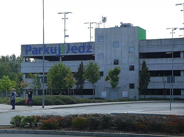 Brakuje miejsc parkingowych, ale... mieszka�cy nie chc� parkingu